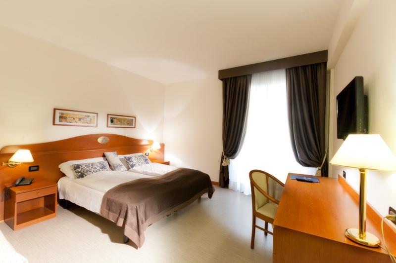 Hotel 3 stelle superior con piscina a caorle for Tre stelle arredamenti beinasco